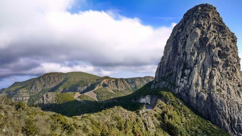 Der markante Felsen Roque Agando im Nationalpark