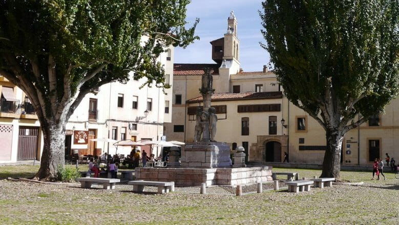 Plaza Santa María del Camino