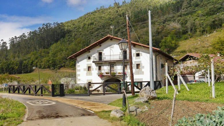 Bauernhaus im Dorf Oma