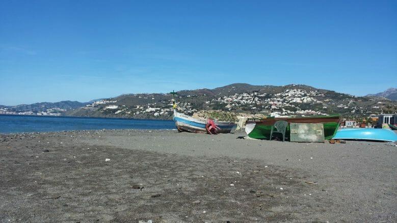 Fischerboote am Strand von Salobreña