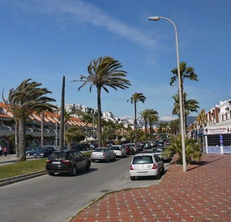 Die Avenida del Mediterraneo führt direkt zum Strand