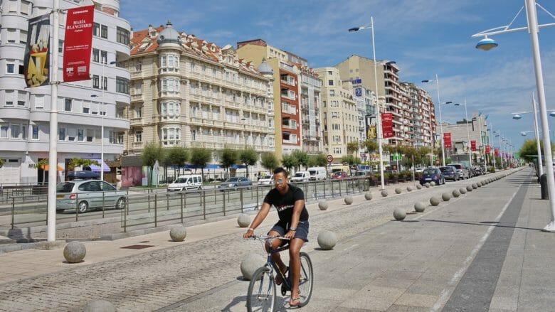 Radfahrer auf dem Paseo de Pereda