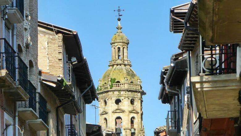 Turm der Kirche Iglesia de Santiago