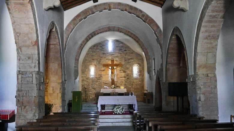 In der Kirche Santa María von O Cebreiro