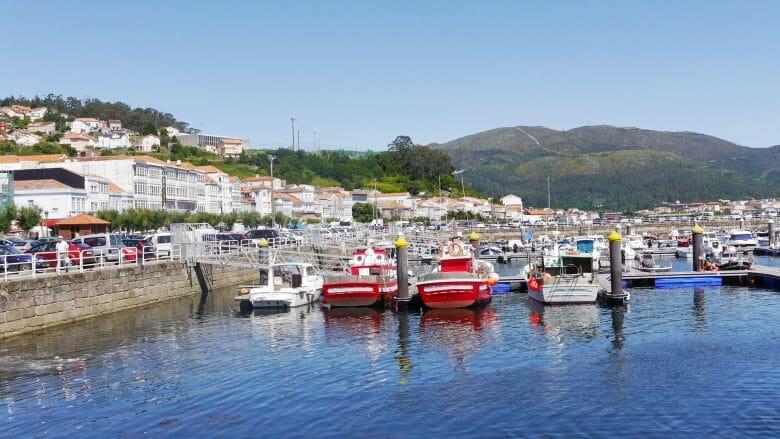 Fischerboote im Hafen von Muros