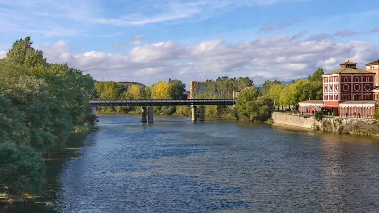 Der Fluss Ebro bei Logroño, der Hauptstadt der Rioja