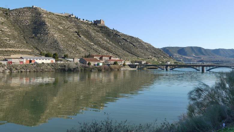 Die Embalse de Mequinenza (Mar de Aragón) ist der größte Stausee des Ebros im südlichen Aragon