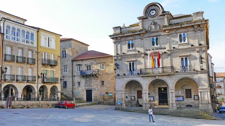 Das Rathaus Casa do Concello am Hauptplatz Praza Maior