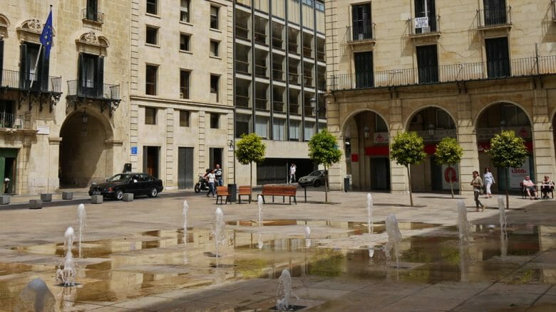 Wasserfontänen auf der Plaza del Ayuntamiento