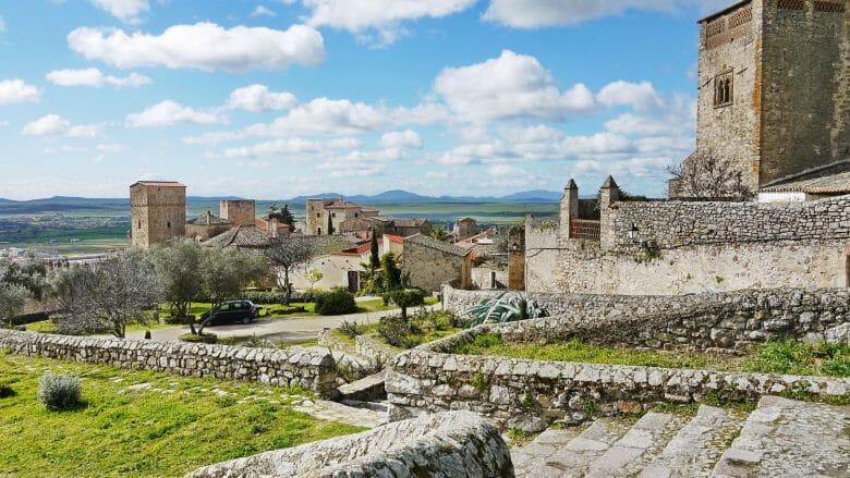 Blick vom Castillo auf die Türme der Altstadt von Trujillo