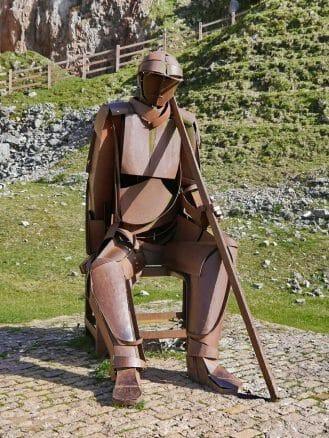 Skulptur in den Minen von Buferrera in der Nähe der Bergseen von Covadonga