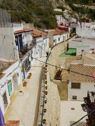 Häuser im Barrio de Santa Cruz in Alicante