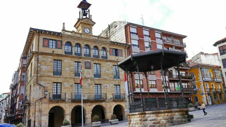 Rathaus von Bermeo in der Altstadt