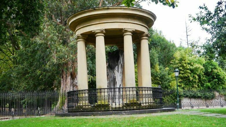 Eiche von Gernika, hier der Alte Baum (1742–1892) geschützt in einem kleinen Tempel