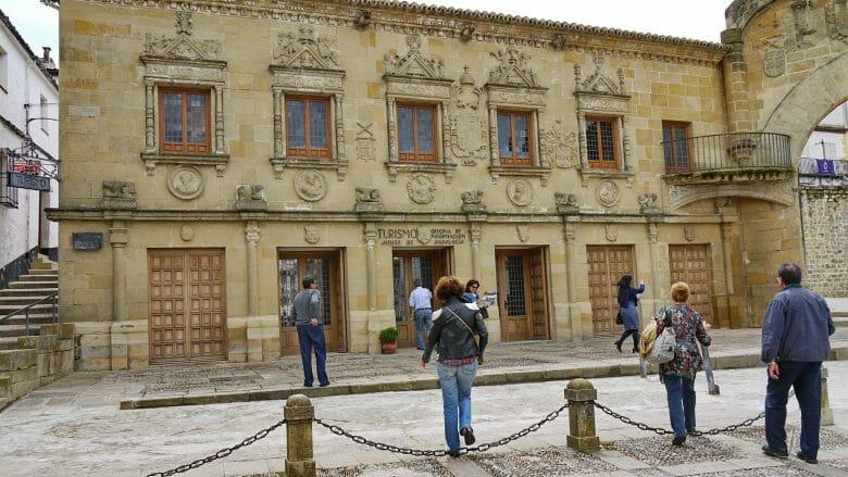 In der Altstadt von Baeza: Fremdenverkehrsamt an der Plaza del Pópulo