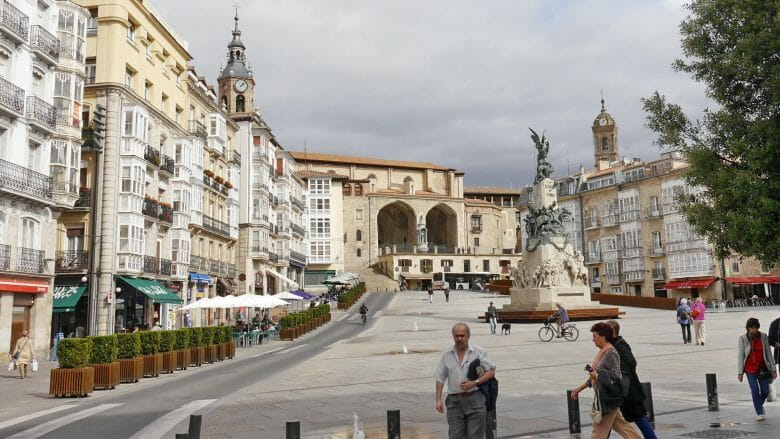 Plaza de la Virgen Blanca, der Hauptplatz in Vitoria-Gasteiz
