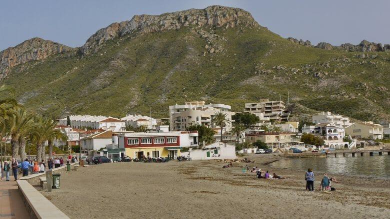 Der Ferienort Calabardina vor dem Kap Cabo Cope