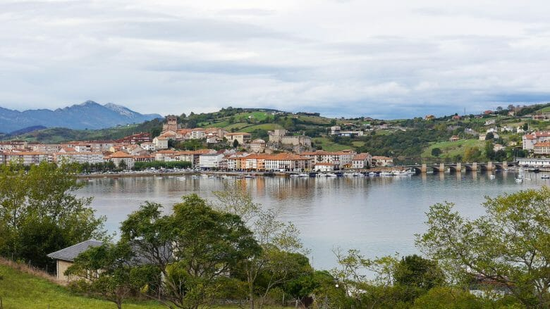 Blick auf den Küstenort San Vicente de la Barquera