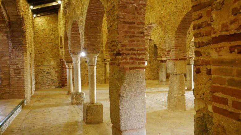 Blick in der Gebetsraum der Mezquita von Almonaster (Provinz Huelva)
