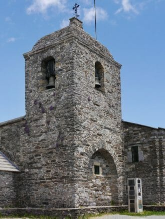 Turm der Kirche Santa María A Real Do Cebreiro