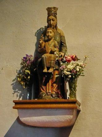 Marienfigur Santa Maria la Real aus dem 12. Jahrhundert in der Kirche von O Cebreiro