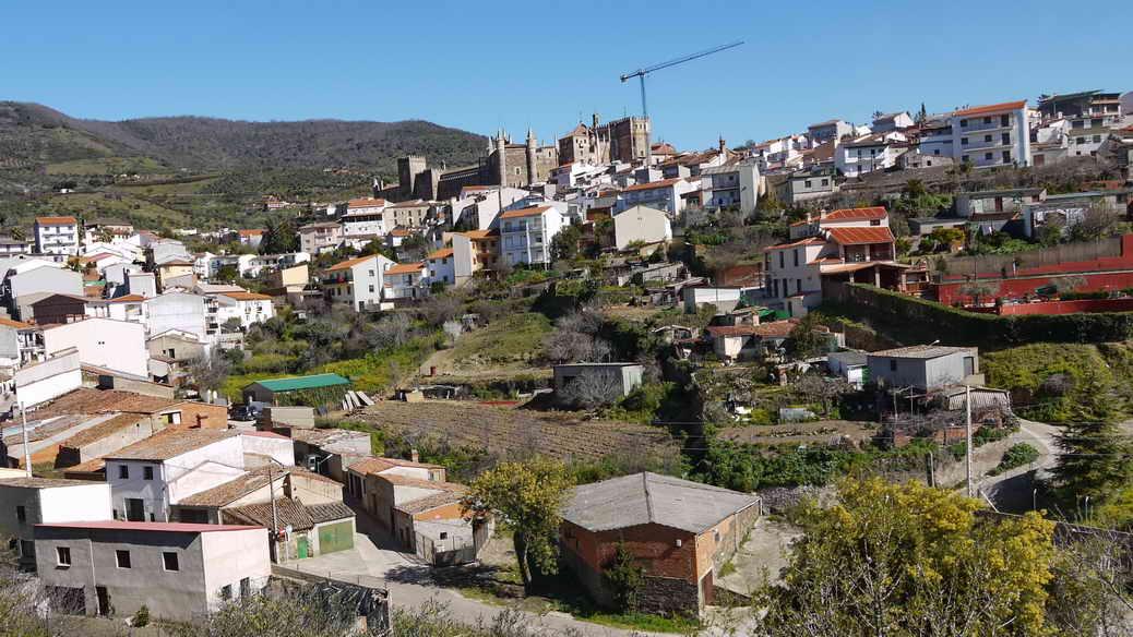 Blick auf Guadalupe und das Kloster