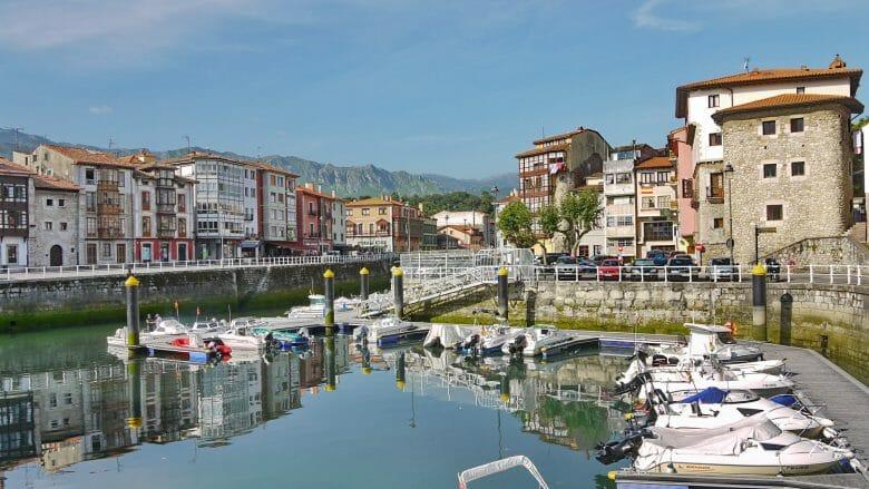 Hafen von Llanes (Costa Verde)