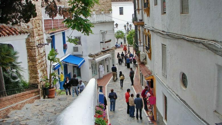 Gasse in der Altstadt von Marbella