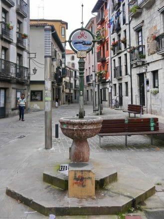 Alter Brunnen in der Arranegi Gasse