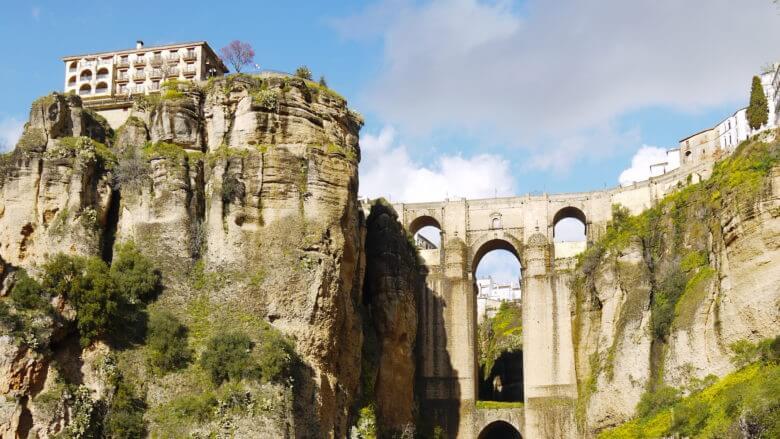 Blick auf die Neue Brücke über der Schlucht von Ronda