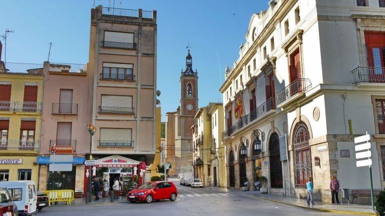 Der zentrale Platz Placa del Cronista Cha Bret in Sagunt