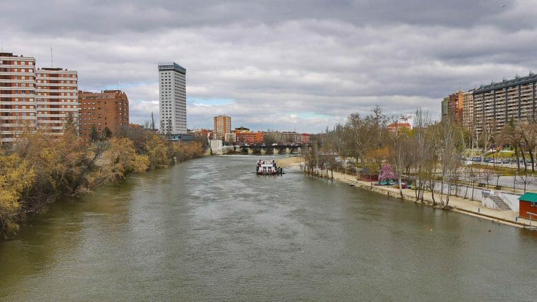 Blick auf den Fluss Pisuerga