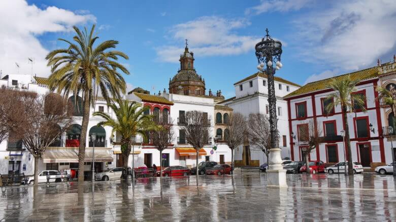 Der Hauptplatz Plaza de San Fernando in Carmona