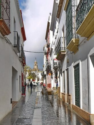 Gasse zur Plaza de San Fernando in Carmona