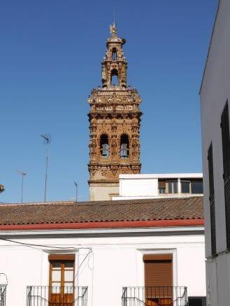 Turm der Kirche San Miguel Arcangel in Jerez de los Caballeros