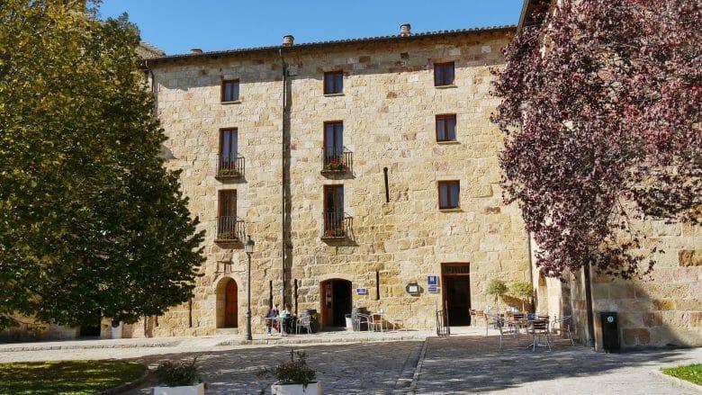 In dem Klostergebäude ist heute ein Hotel mit Restaurant untergebracht
