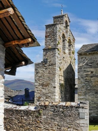 Freistehender Turm der Santiago Kirche