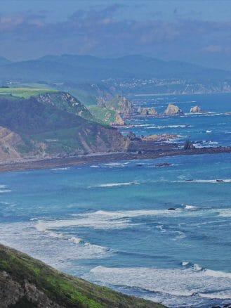 Die Costa Verde wird zwischen dem Cabo Vidío und dem Cabo Busto durch Steilküsten geprägt