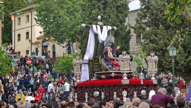 Semana Santa Prozession auf der Plaza Campo del Príncipe in Granada
