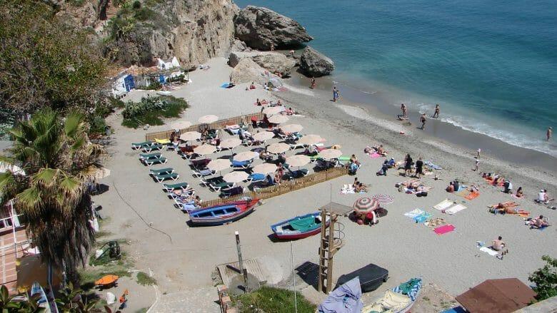 Der Strand Playa Calahonda in Nerja