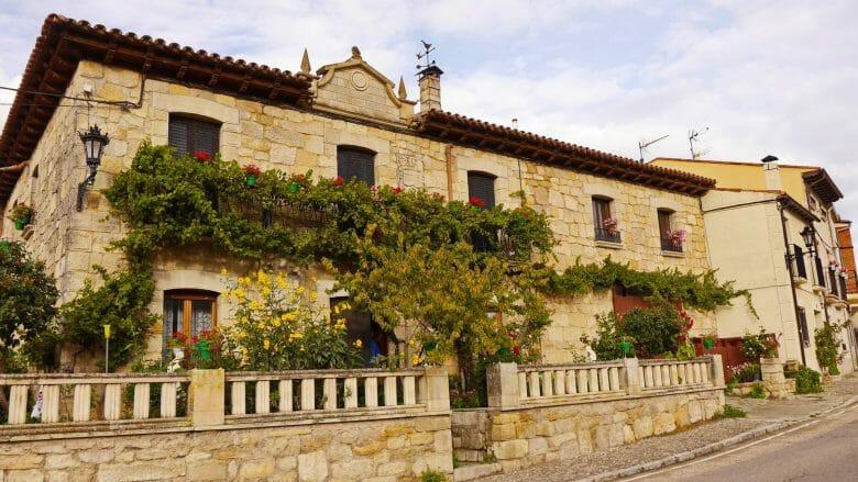Typisches Steinhaus in Silos