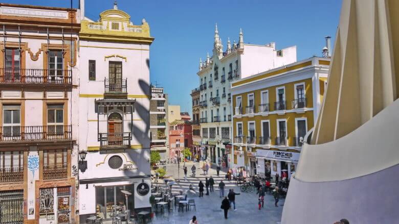 Kreuzung Calle Regina und Plaza de la Encarnación in Sevilla