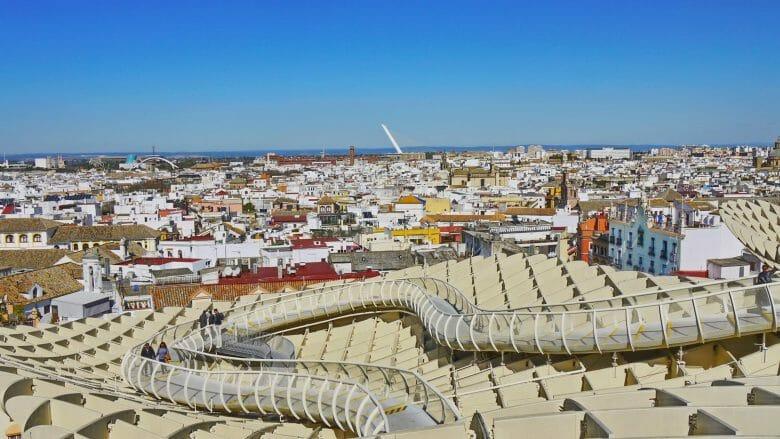 Blick vom Parasol über die Dächer von Sevilla