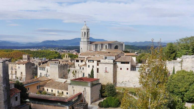 Stadtmauer und Kathedrale von Girona