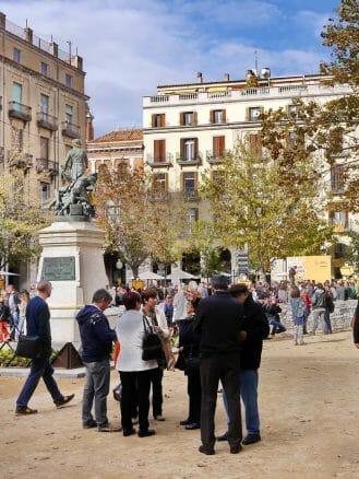 Sonntag auf derPlaça de la Independència von Girona
