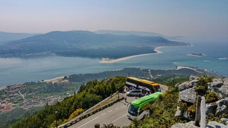 Blick auf die Mündung des Rio Miño und die portugiesische Küste