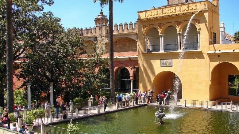Wasserspiele im Garten des Schlosses von Sevilla