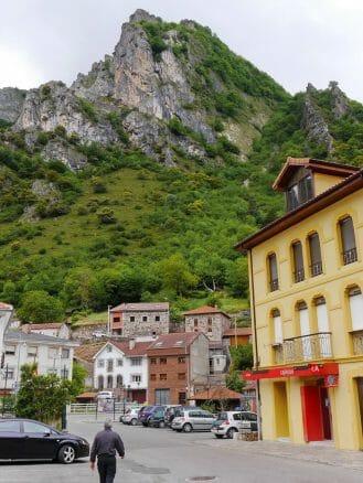 Das Dorf Pola de Somiedo