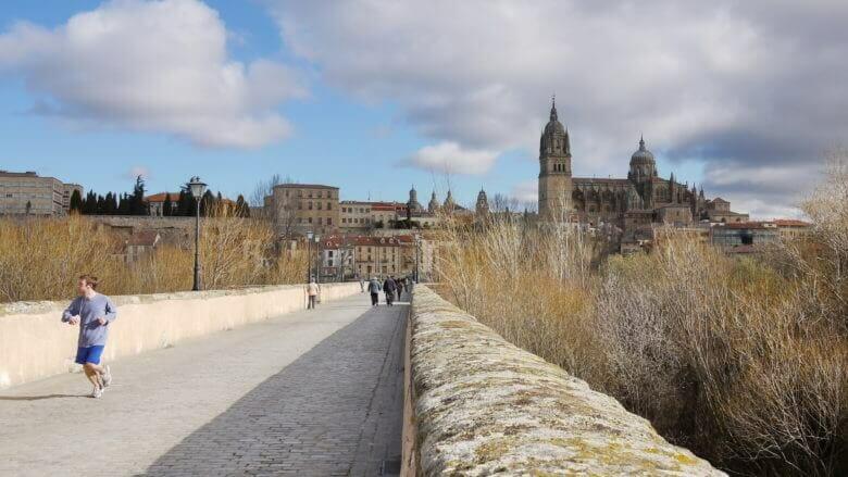 Die Puente Romano über den Río Tormes bei Salamanca