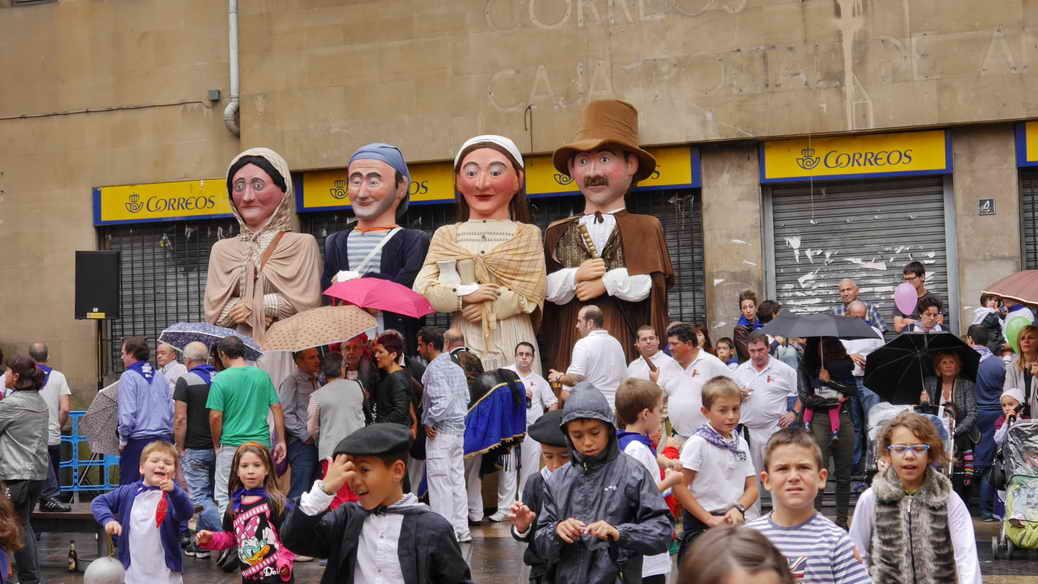 Riesenpuppen auf der Fiesta San Fausto